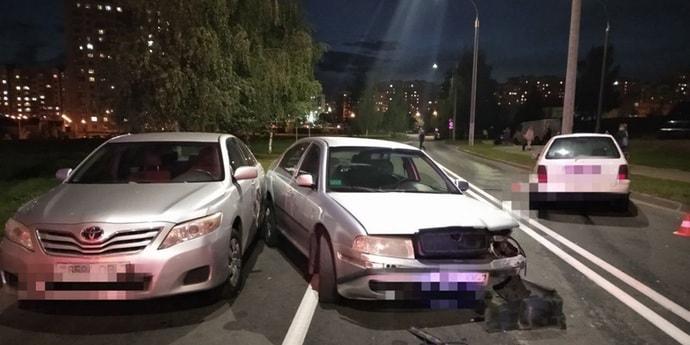 Минск: девушка на Volkswagen выехала на встречную и подбила две машины