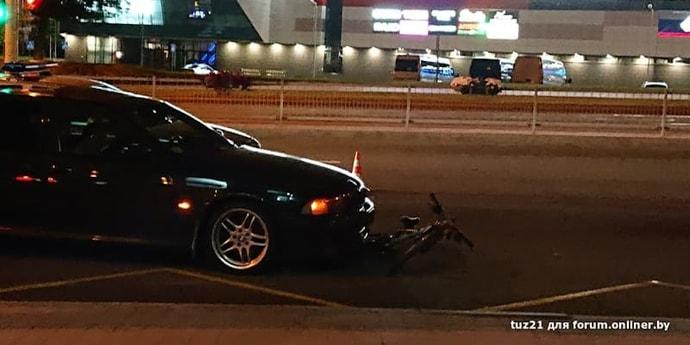 На проспекте Дзержинского столкнулись BMW и велосипед