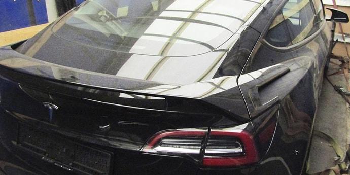 Хотел сэкономить на растаможке Tesla 1,5 тыс. евро, но попался таможенникам