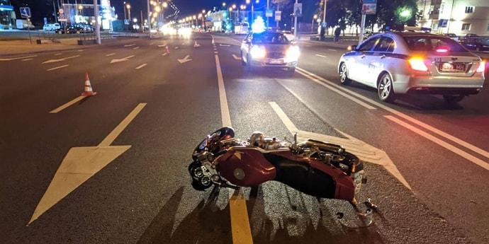 На Партизанском проспекте мотоциклист сбил пьяного пешехода, оба пострадали