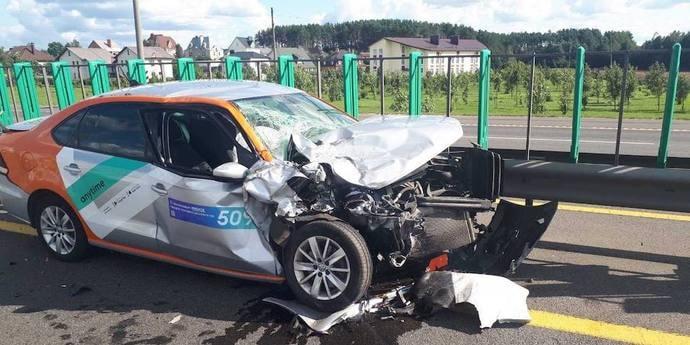 Автомобиль каршеринга въехал в Infiniti, который стоял в крайней левой на МКАД