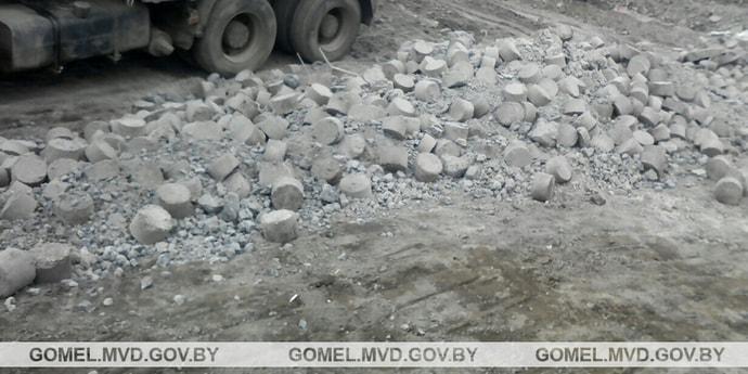 Водитель металлургического завода вывез на грузовике 14 тонн чермета