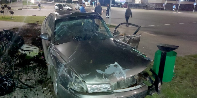 В Борисове столкнулись Citroen и Mazda, пострадали три человека