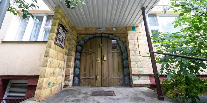 Как вам такая дверь в подъезде минской пятиэтажки?