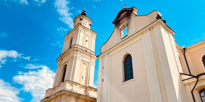 Кирпичный купол может обвалиться. Что сейчас происходит в Будславском  костеле, в котором месяц назад случился пожар