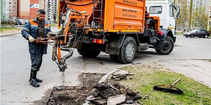 Автомобилисты просили прекратить посыпку дорог щебнем. «Белдорцентр»: «Такой ремонт распространен и эффективен»(дополнено)