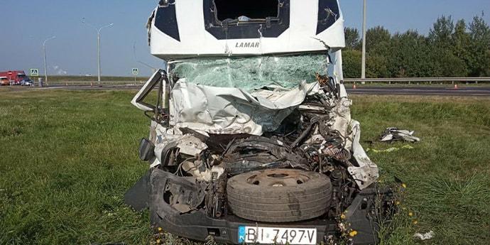 Смертельное ДТП на Брестчине: Mitsubishi остановился перед нерегулируемым переходом, в него влетел грузовик