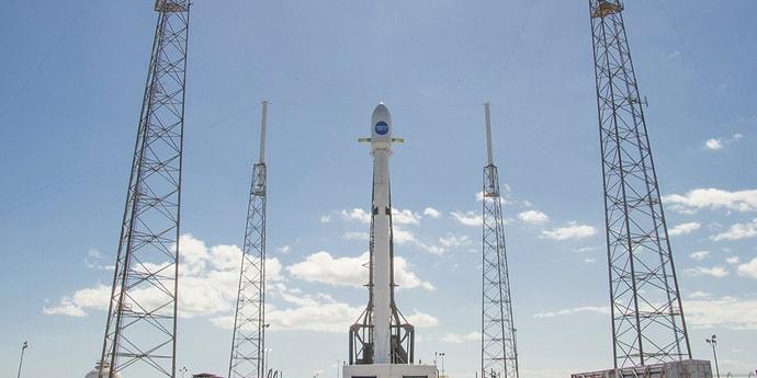 Falcon 9 вывела на орбиту спутник, раздающий интернет авиапассажирам
