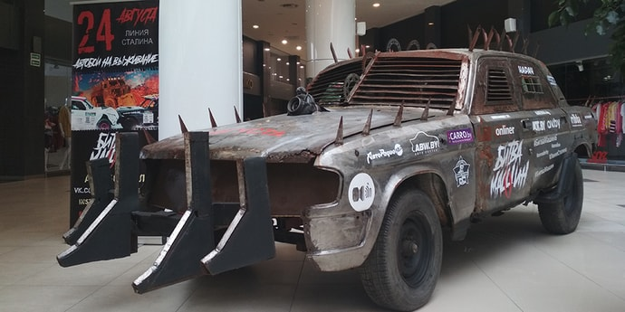 В столичном торговом центре выставили машину в стиле Mad Max