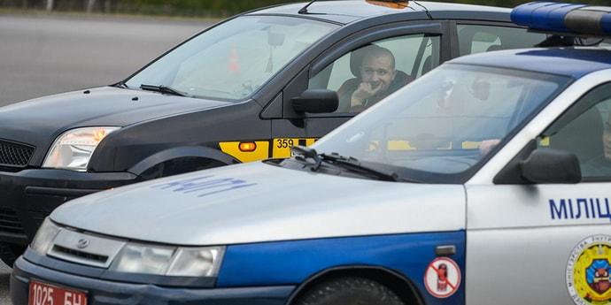 Пешеход укусил милиционера за ногу во время попытки доставить его в отдел. Каков приговор?