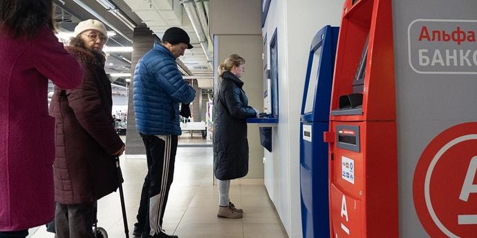 Доллар по 2,89, евро — по 2,99. Почем продают валюту белорусские банки?