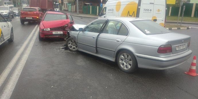 BMW подрезал Seat — тот выскочил на встречку и врезался в другой BMW