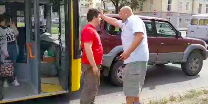 Водитель Toyota Land Cruiser Prado проучил целый автобус. Вызывали ГАИ(видео)