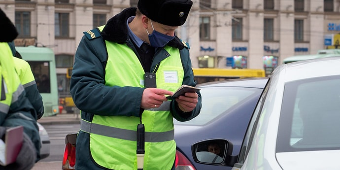 У компании 800 автомобилей такси и всего один работник по документам —что скажет налоговая?