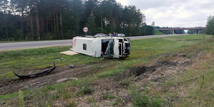 На перекрестке столкнулись два микроавтобуса, пострадал подросток