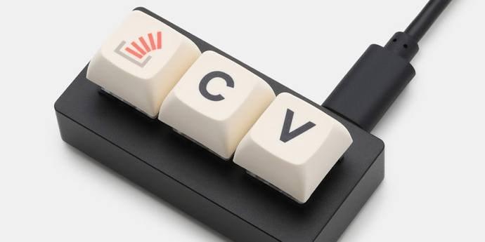 Stack Overflow сделала клавиатуру с кнопками «копировать» и «вставить»