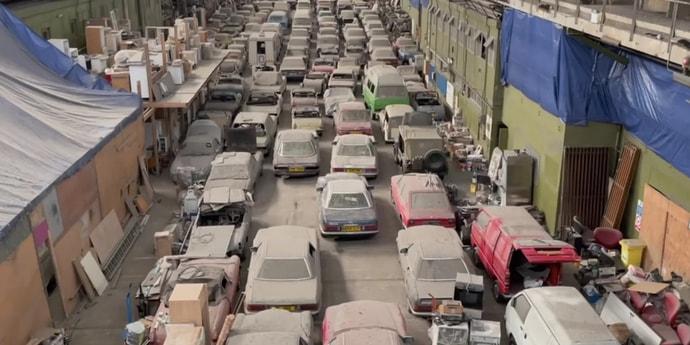 Посмотрите, какие машины нашли на заброшенном складе в Лондоне(видео)