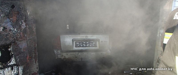 Минск: в гараже вспыхнули пары легковоспламеняющейся жидкости — серьезно пострадал молодой человек