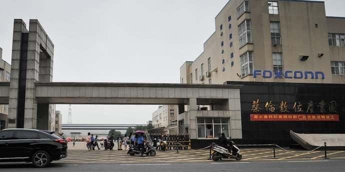 Школьники в Китае по ночам собирают Kindle и умные колонки, чтобы достичь производственных целей