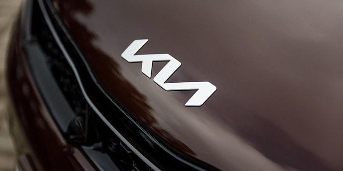 Фотофакт: Kia с новым логотипом прибыли в Минск