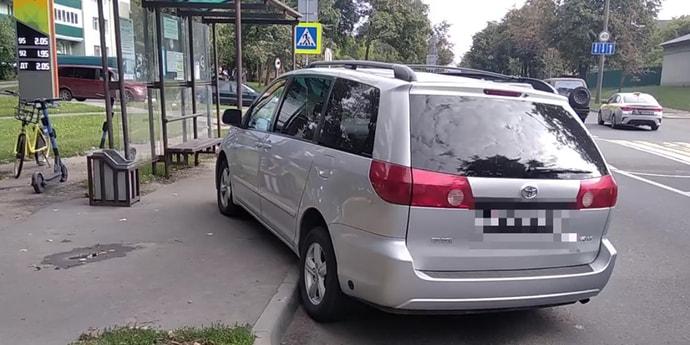 В Минске водитель с 4 промилле протаранил автобусную остановку. Читатель рассказал неожиданную версию(дополнено)