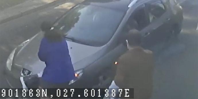 Женщину сбила машина, когда та выходила из трамвая(видео)
