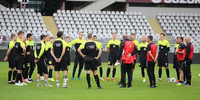 Белорусские команды играют в Лиге Европы. Верите в успех БАТЭ и «Шахтера»?