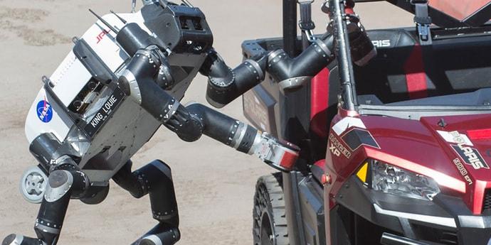 Британский режиссер пригласит настоящего робота на главную роль