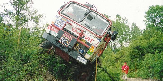 МАЗ восстановил культовый спортивный грузовик для трак-триала