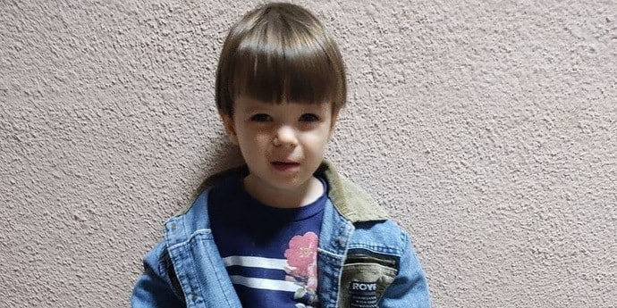 Гуляла в тапочках по Минску. Малыш оказался двухлетней девочкой, его родителей нашли(дополнено)