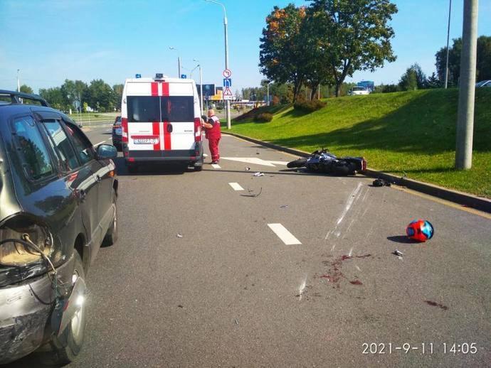 ГАИ: из-за несоблюдения дистанции мотоциклистом случилось ДТП(видео)