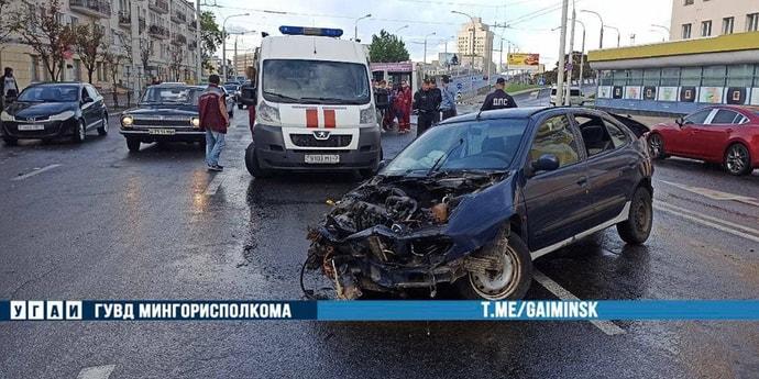 На улице Московской маршрутка столкнулась с легковым автомобилем. Шесть человек пострадали(видео, дополнено)