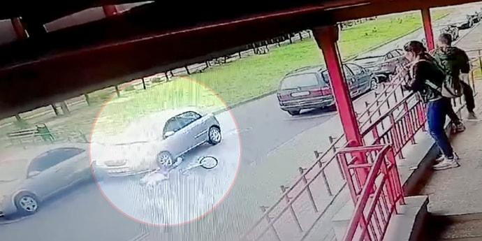 Ребенок выкатился под колеса авто во дворе, это попало на видео(видео)