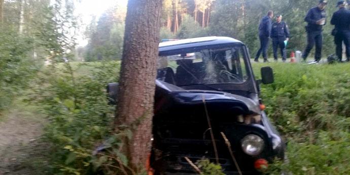 Мужчина угнал УАЗ с охраняемой территории и врезался на нем в дерево