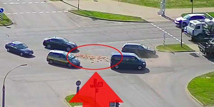 Навалил кирпичей на перекрестке. Происшествие в Бресте попало на видео(видео)