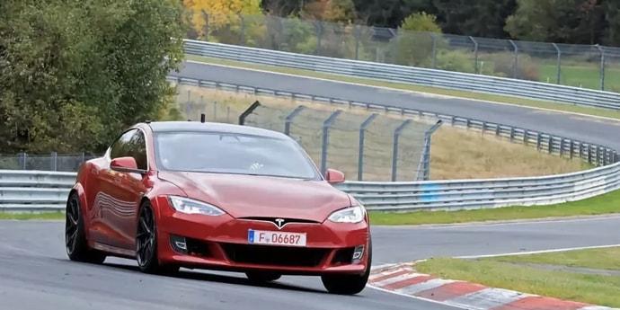 Tesla Model S стала самым быстрым электрокаром Нюрбургринга