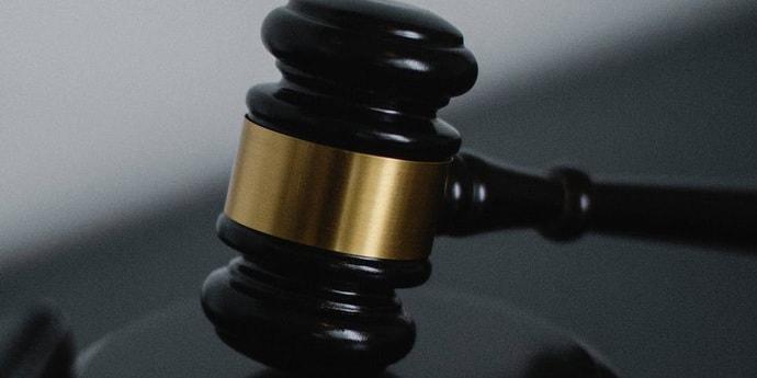 Судья потребовал от врачей лечить COVID-19 непроверенным лекарством от паразитов