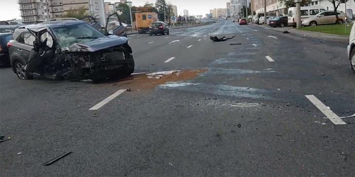 Нетрезвый мужчина на Hyundai врезался в столб на столичной магистрали(видео)
