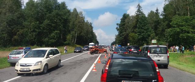 Пробка на дороге в сторону Молодечно: 8 автомобилей столкнулись недалеко от деревни Щербины