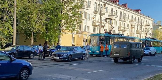 Больше 20 трамваев были заблокированы из-за ДТП на улице Якуба Коласа(видео)