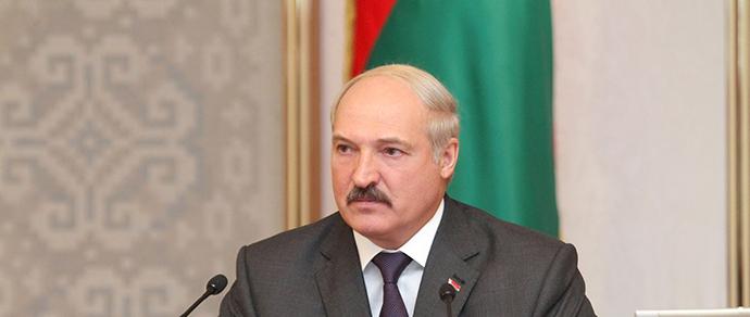 «Куда мы бюджетные деньги вкладываем?» Лукашенко раскритиковал излишества при текущем ремонте дорог, в том числе МКАД