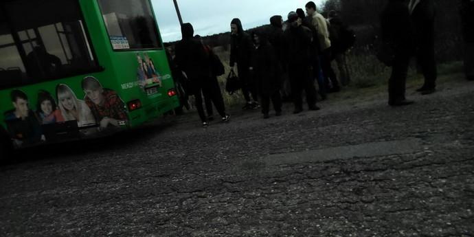 zrelih-gryazno-tiskayut-v-perepolnennom-avtobuse-video-tatarskie-artistki