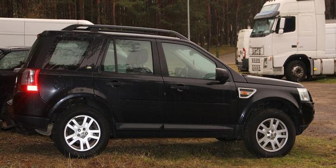 Картинки по запросу Литовские пограничники остановили белоруса на Land Rover с поддельным армянским техпаспортом