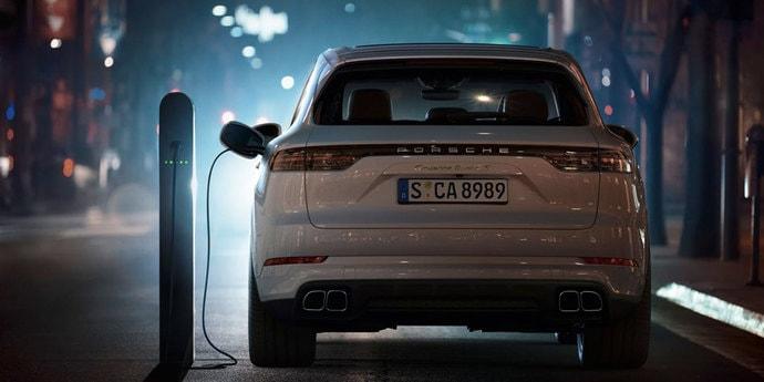 Porsche начала принимать заказы на Cayenne Turbo S E-Hybrid