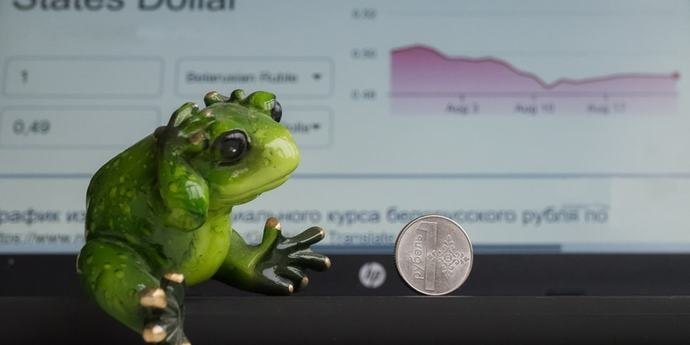 Белорусский рубль крепнет в корзине валют, а золотовалютные резервы бьют рекорд(дополнено)