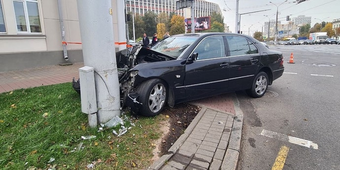 Дело о Lexus c номерами РФ, который сбил двух пешеходов. «Водитель не учел участок дороги с разнородной поверхностью»