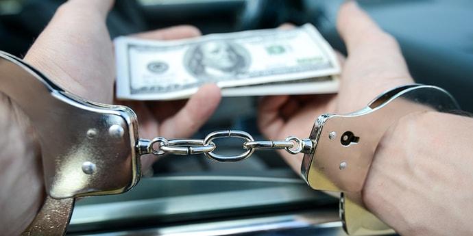 КГК: трех начальников дочерних предприятий «Белоруснефти» задержали с поличным за взятки