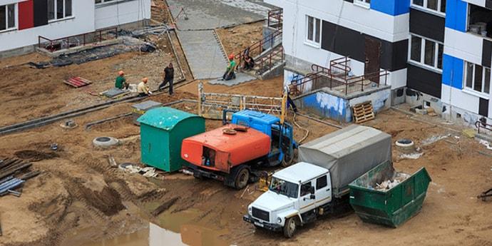 Власти Минска обещают, что грузовики не будут вывозить грязь на колесах со стройплощадок на улицы
