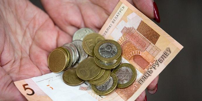 """Картинки по запросу """"Новые данные по зарплате: средняя выросла на 1,6 рубля, до $500 осталось 69 долларов"""""""
