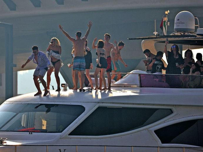 Заплыв на миллионы и срок. У них была яхта и две тонны кокаина на борту